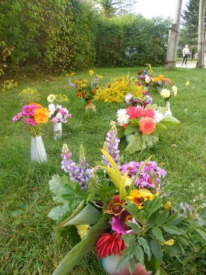 No 19.-23. septembrim visus priecēja rudens ziedu kompzīcijas.