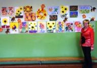 Skolotāja Dzintra Kovaļevska ar radošo darbu izstāde skolā.