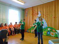 Pasākumu atklāj mūsu skolas bērnu priekšnesumi